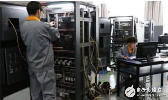 并联电容器的补偿方式_安装并联电容器的目的