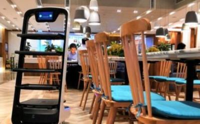 在中国发展近五年的送餐机器人市场