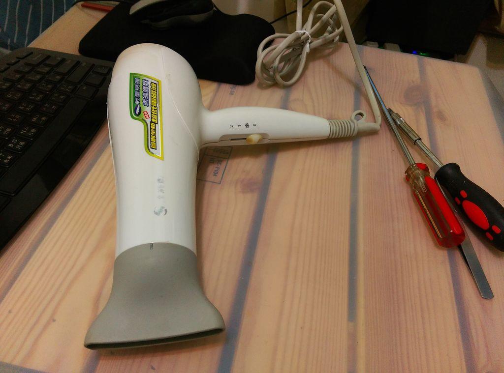怎樣將吹風機改造成吸塵器