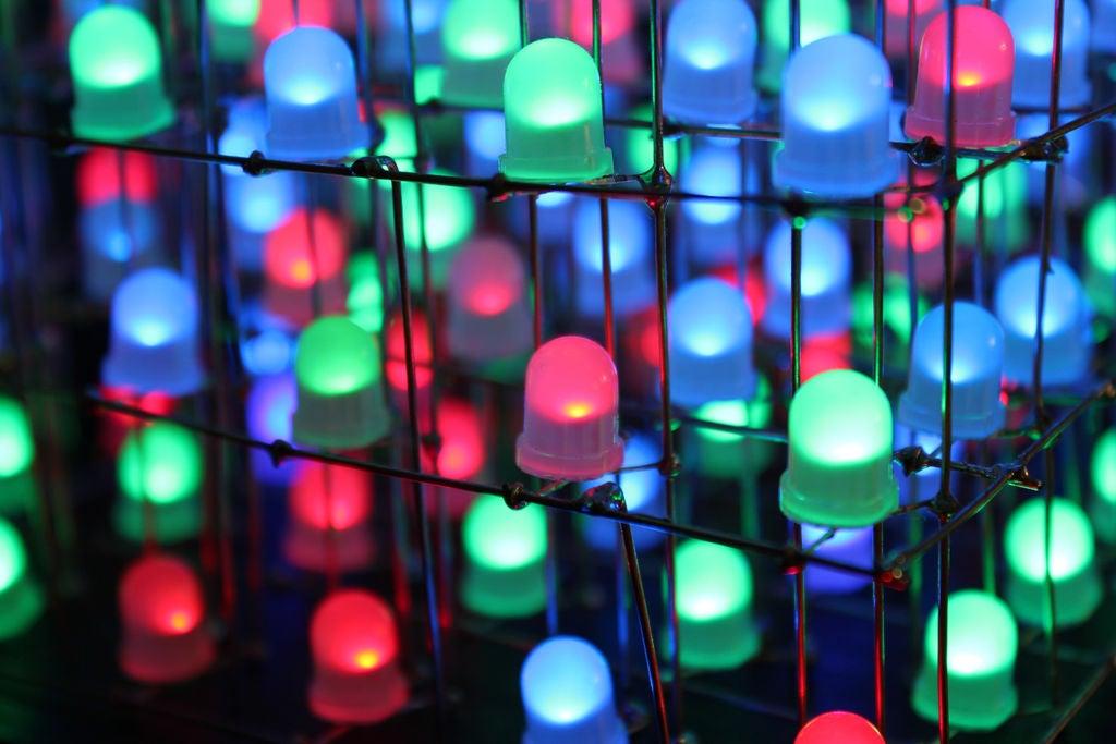 如何制作由蓝牙控制的RGBLED立方体