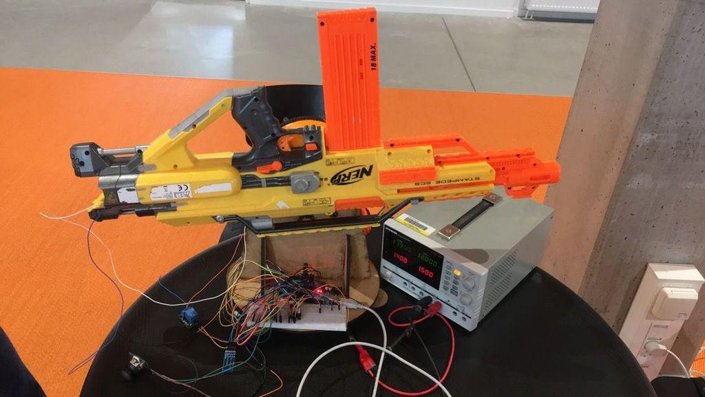 如何通过遥控器操作nerf枪