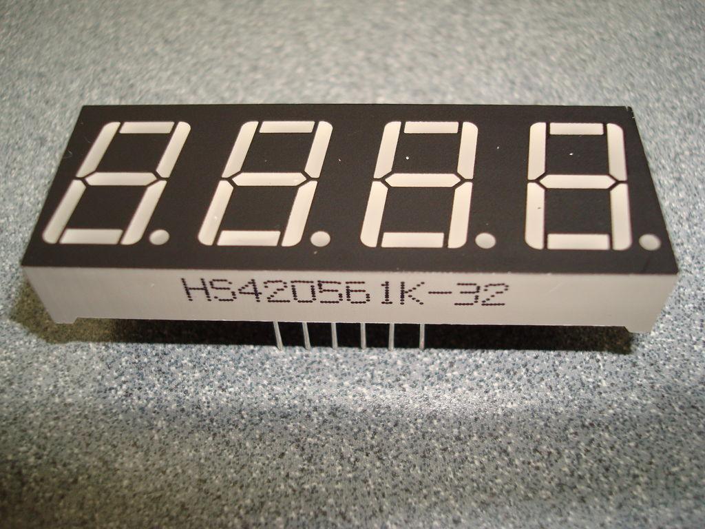 如何使用三个4位7段显示制作学校倒计时日历