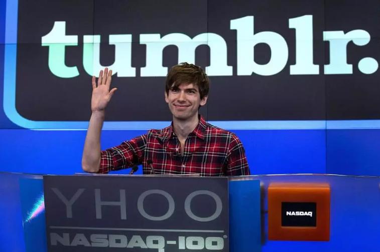 """Tumblr從""""天價到賤賣""""以11億美元被雅虎收..."""