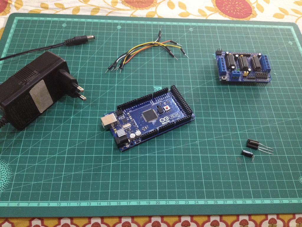 如何制作火车玩具的红外遥控系统