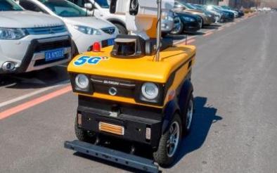 高科技的产物5G智能巡检机器人