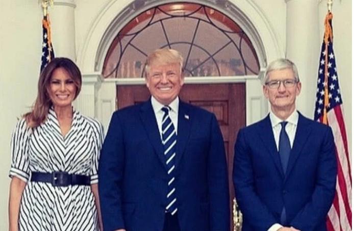 """特朗普拟邀库克共进晚餐,称赞苹果向美国经济中注入""""巨额资金"""""""