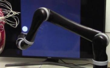 第一款无创脑控机器人手臂诞生