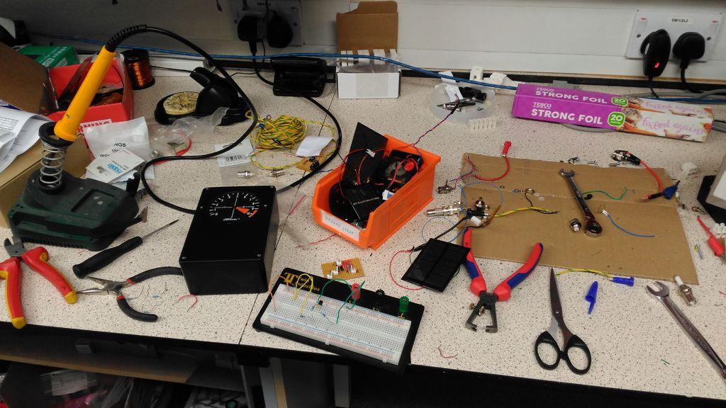 太阳能充电时钟的制作教程