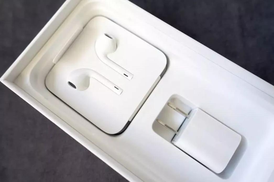 稳了,iPhone 11 充电器为 USB-C ...