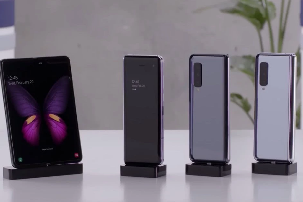 三星是铁了心要领先华为,9月推出折叠屏手机Galaxy Fold