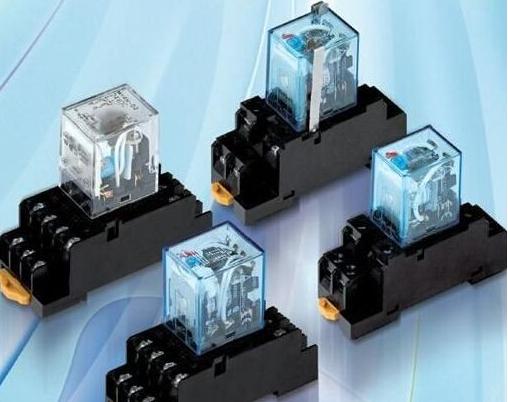 继电器控制继电器形成自锁互锁电路怎么完成?