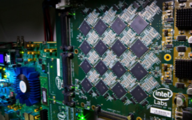 英特尔推出了Pohoiki Beach模拟芯片集群