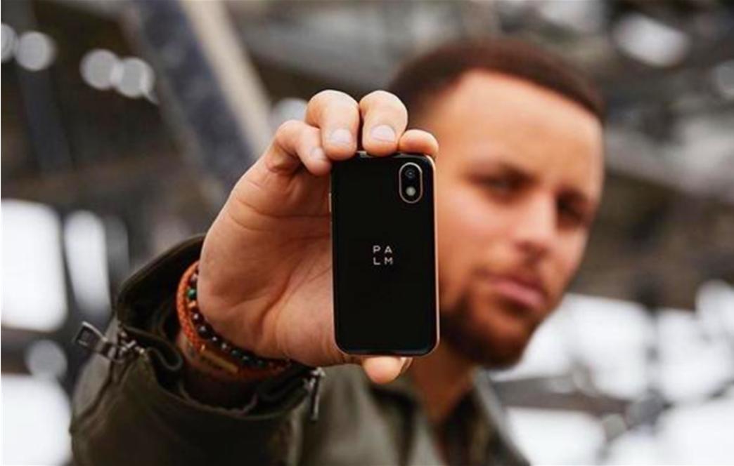 斯蒂芬库里投资并代言了一款智能手机,在美国售价349.99美元