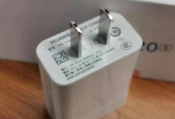 荣耀20S新机资料再曝光,墨绿色三摄 +20W电荷泵快充+麒麟980