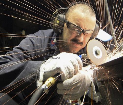 如何利用物联网提高制造业中的安全问题