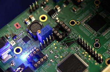 美国麻省理工学院团队利用14000多个碳纳米管晶体管制造出16位微处理器