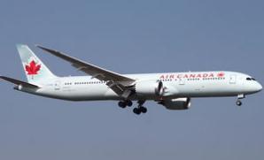 東航已向中國商飛公司簽署了購買35架ARJ21-700飛機的協議