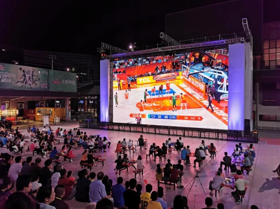 """LED大屏""""5G+8K""""觀看籃球世界杯精彩直播"""