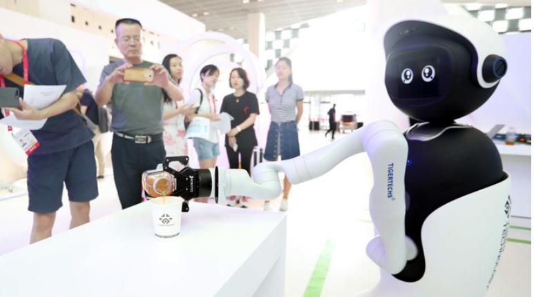 世界各国都将发展人工智能作为提升国家竞争力的重要...