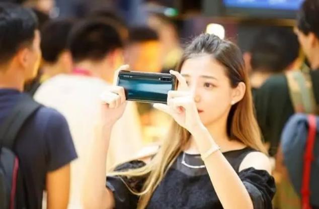 5G版華為卻比5G版vivo貴2400元,為什么會出現這樣的價格差?