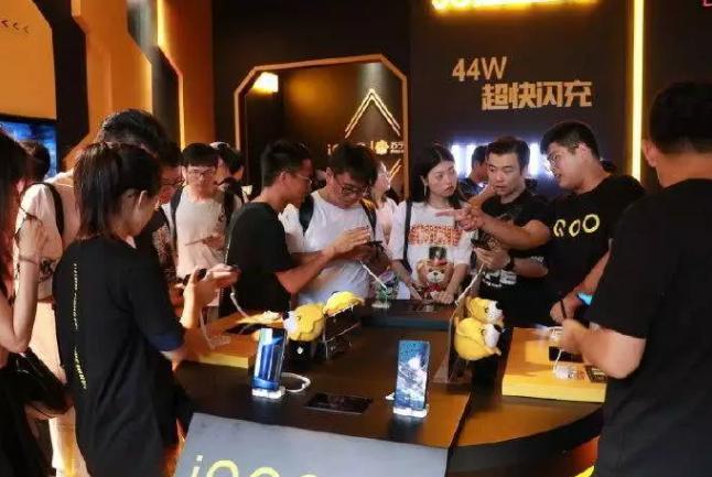 iQOO Pro 限量開售讓黃牛矚目,讓粉絲不再被坑