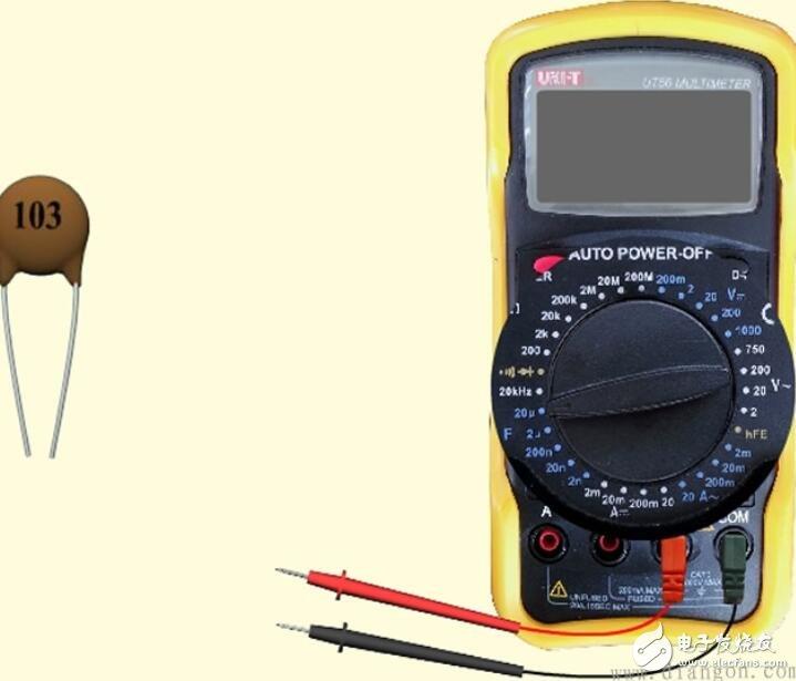 数字万用表如何测量电容容量