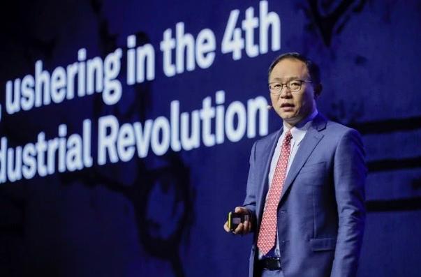 华为常务董事汪涛认为,到2025年企业对AI的采用率将达到86%