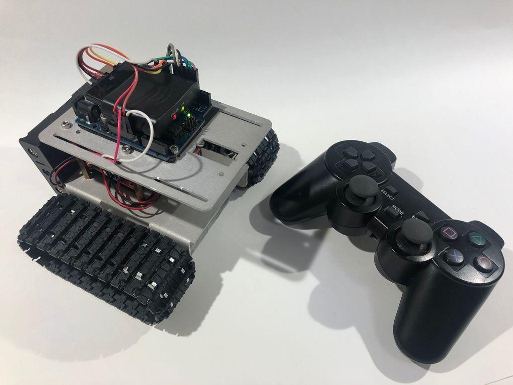 如何使用无线PS2控制器驾驶机器人坦克