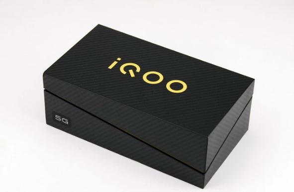 谁说5G手机一定很贵?评测iQOO Pro 5G...