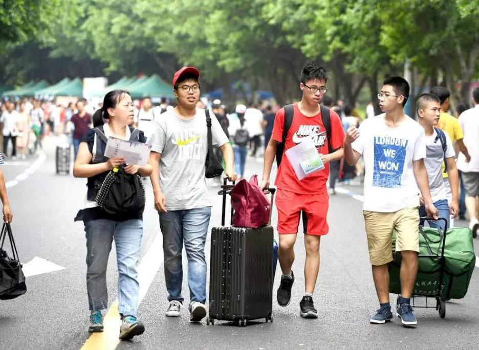 多款5G手机已经上市,哪款手机最适合大学生?