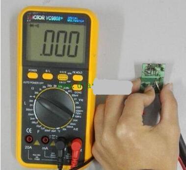如何利用万用表电压测量法查找线路故障