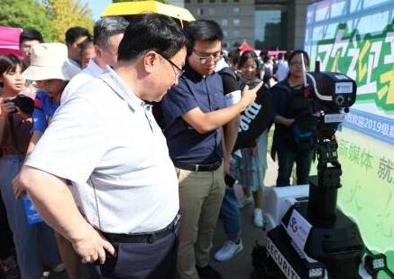 北京电信携5G+VR应用给北京师范大学迎新现场带...