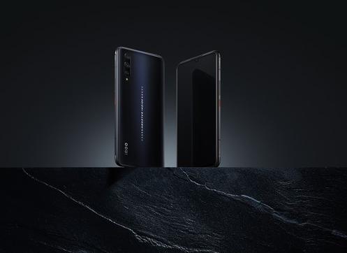 iQOO Pro搭载了NFC功能可以实现手机作为钱包来使用
