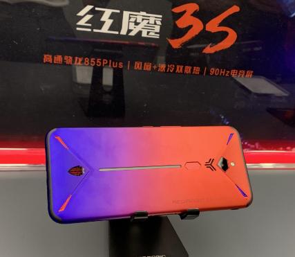 红魔3S搭载骁龙855 Plus处理器和UFS3...