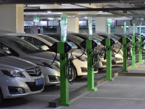 下雨天驾驶电动汽车会发生触电现象吗