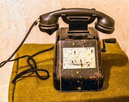 老式手摇电话机的组成与工作原理解析