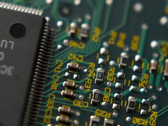 5G和AI驱动存储消费需求增长 存储器价格何时有...