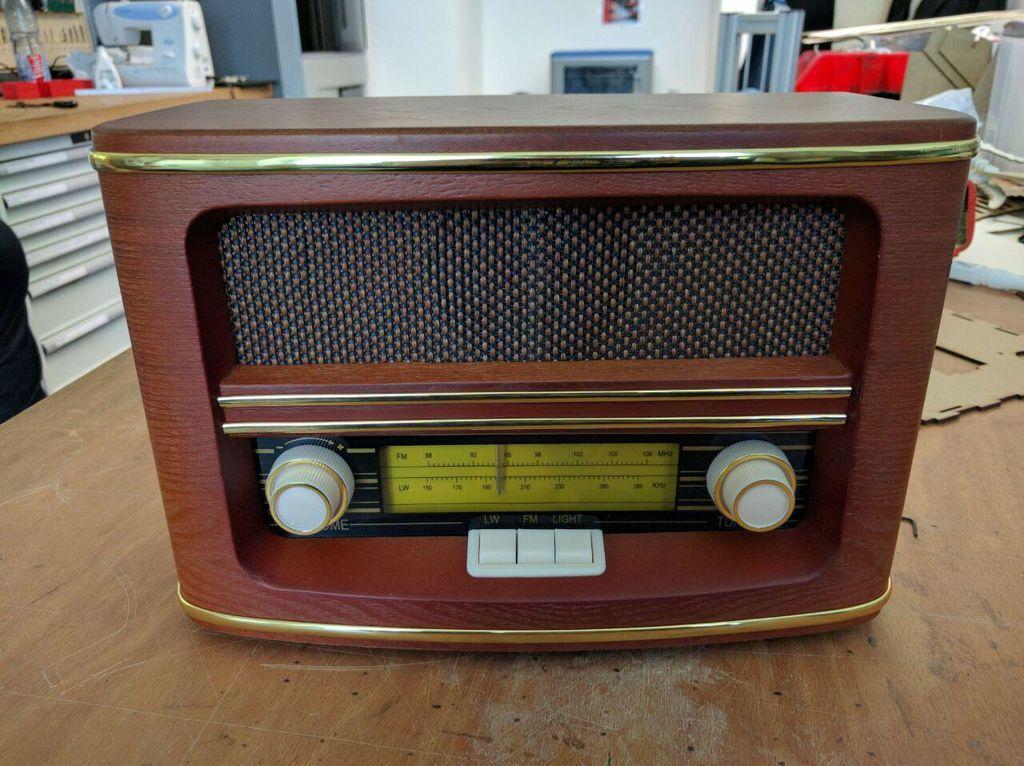 蒸汽朋克风格的收音机DIY图解