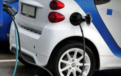 目前新能源汽车的各方面还存在着缺陷