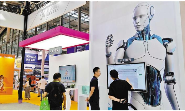 """200多家科技企业展示了运用各类创新科技实现的""""科技+教育""""场景"""