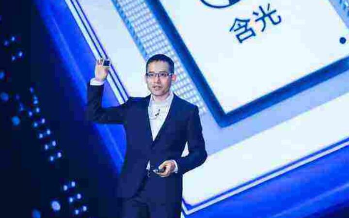 阿里张建锋发布首款AI推理芯片含光800,数字化战略全面成型