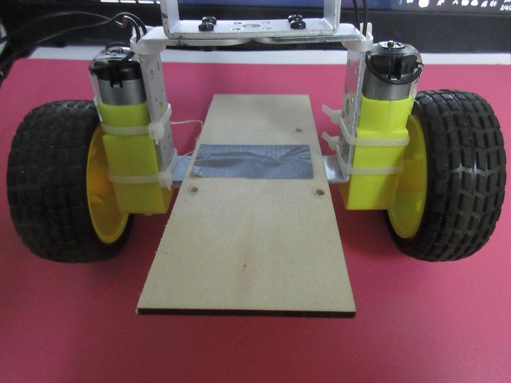 如何构建两轮自平衡机器人