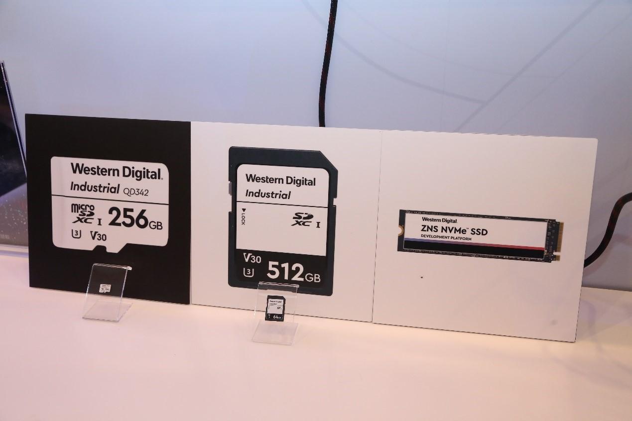 西部数据展示的IX LD342 SD存储卡和IX QD342 microSD产品
