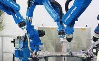 在操作工业机器人时所需要注意的细节