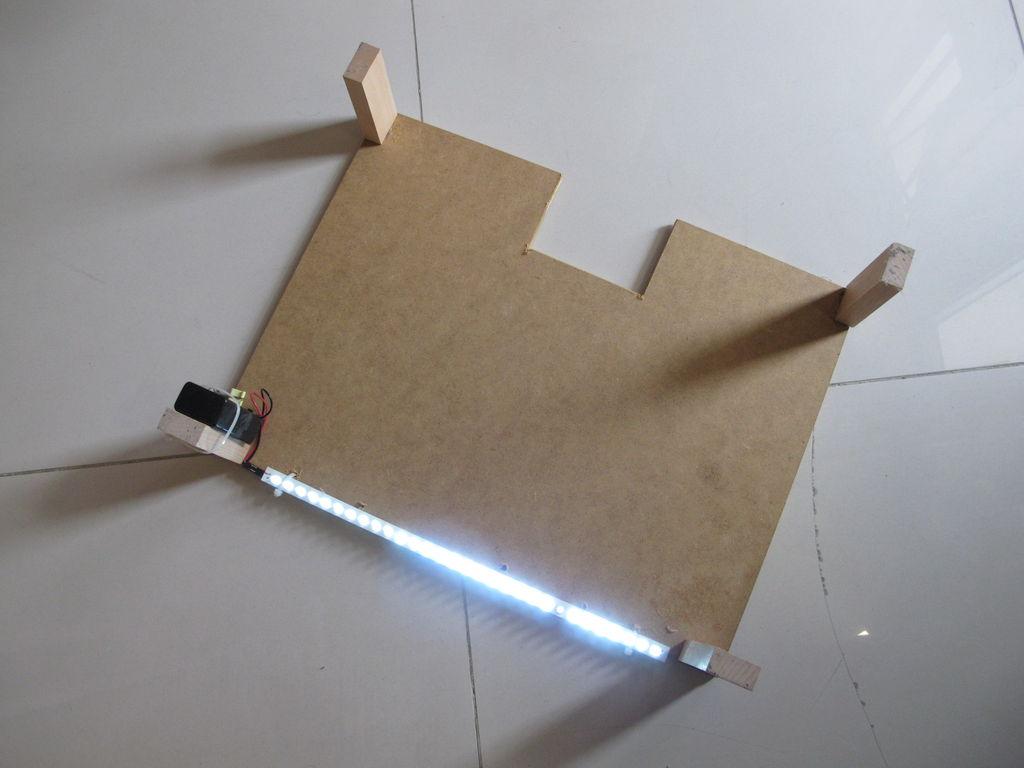 如何制作具有LED照明键盘的低成本Pupitre