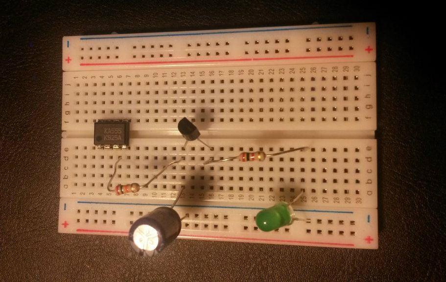 如何使用555定时器进行脉冲宽度调制以产生渐隐的LED效果
