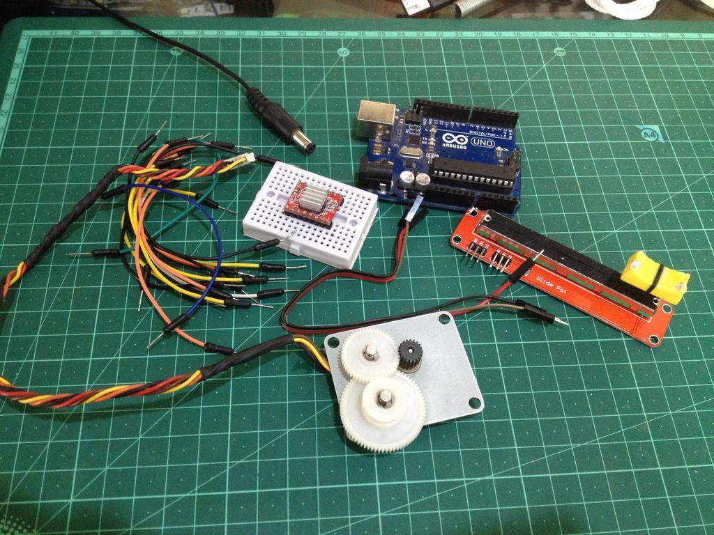 如何使用电位计控制步进电机的位置