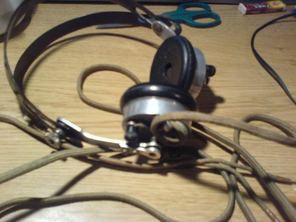 如何将老式的战时耳机套件转换成可以使用的超复古别致耳机套件