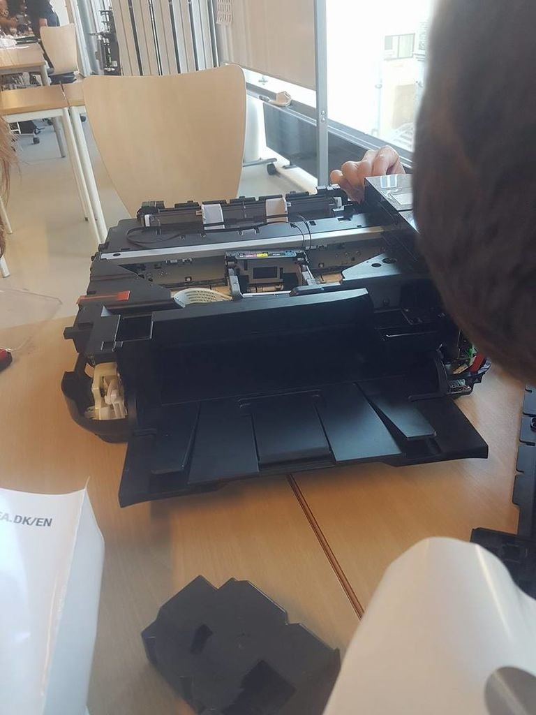 如何拆解打印机并创建显示板