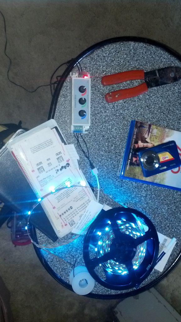 如何在汽車中添加一些RGB燈帶和控制器